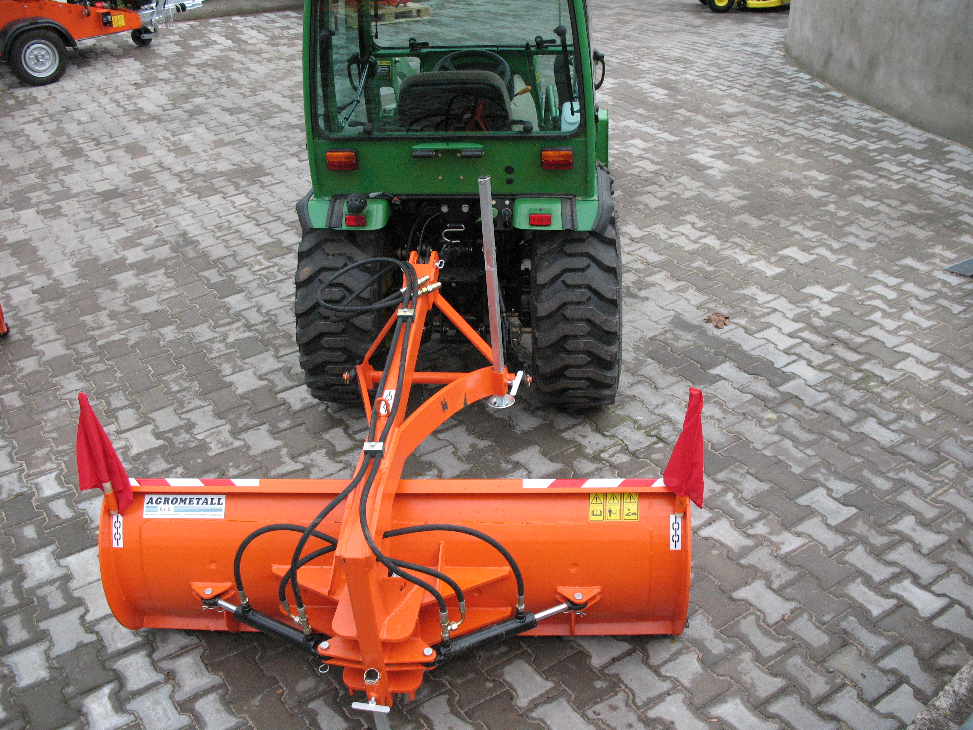 Rear mounted hydraulic shooting plough ZRH-M